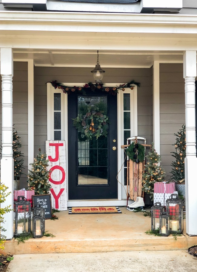 Classic Christmas front porch -30