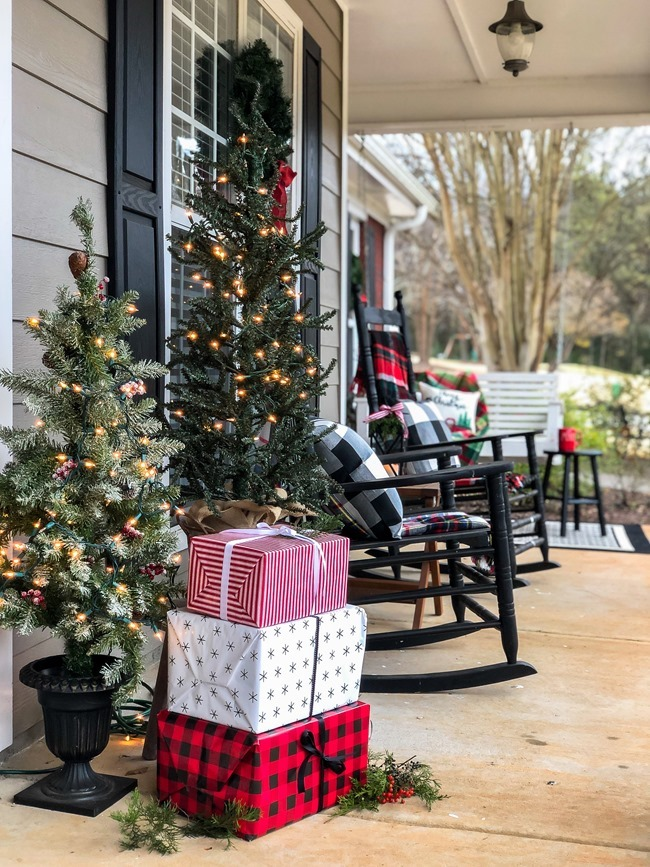 Classic Christmas front porch -38