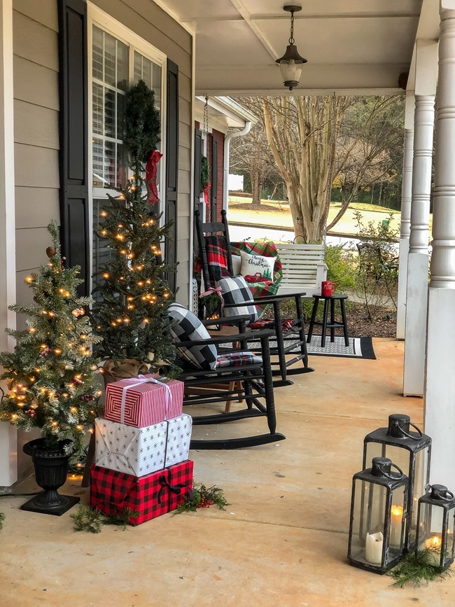 Classic Christmas front porch -51