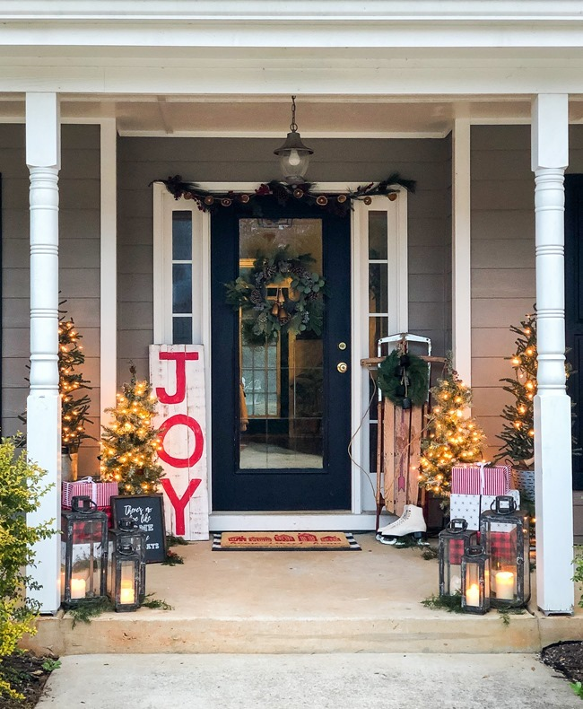 Classic Christmas front porch -56