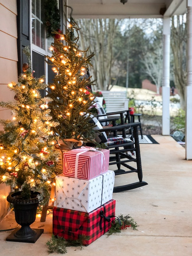 Classic Christmas front porch -59