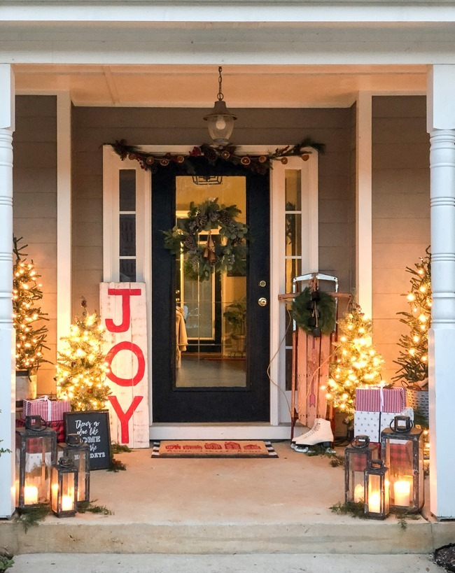 Classic Christmas front porch -63