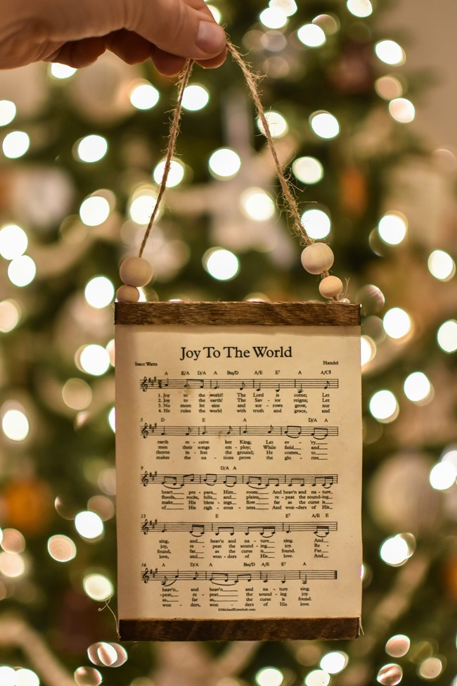 How to make a DIY Christmas music page wall hanging or ornament-11