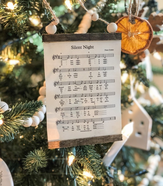 How to make a DIY Christmas music page wall hanging or ornament-32