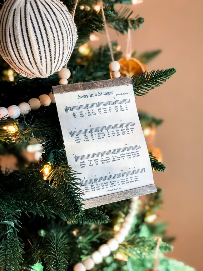 How to make a DIY Christmas music page wall hanging or ornament-33