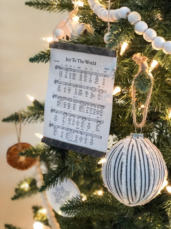 How to make a DIY Christmas music page wall hanging or ornament-34