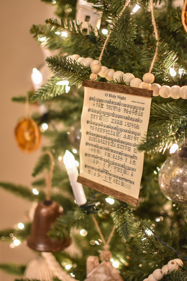 How to make a DIY Christmas music page wall hanging or ornament-6
