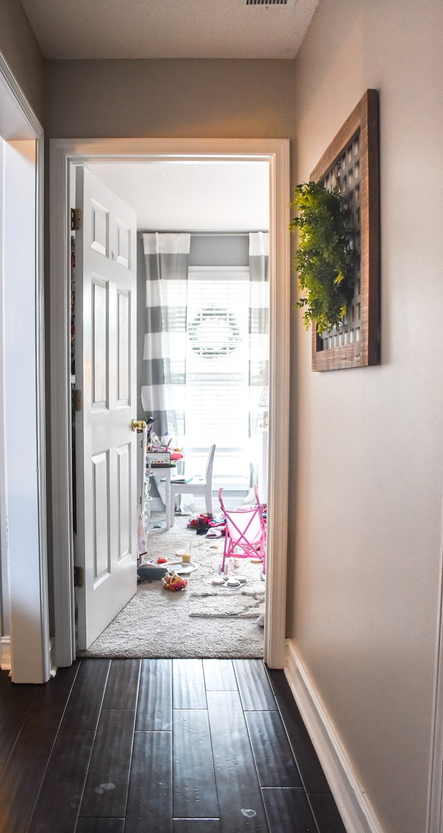 $100 room makeover hallway before-2