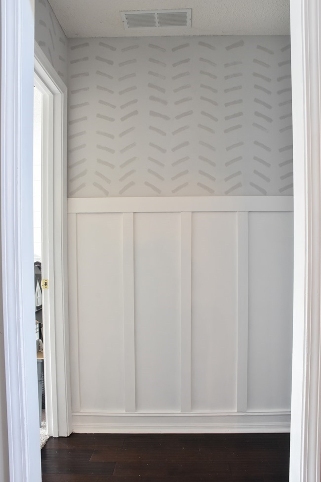 How to paint a faux wallpaper design using a sponge #spongewallmovement-12