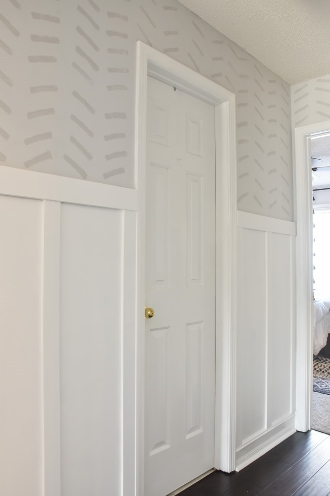 How to paint a faux wallpaper design using a sponge #spongewallmovement-3