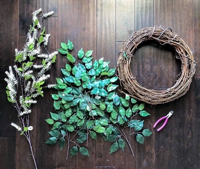 Green and White DIY Simple Spring Wreath-6