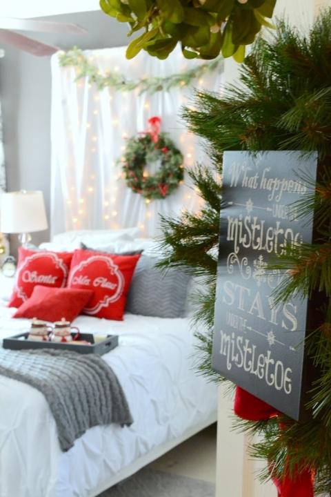 Romantic Christmas Bedroom The Frugal Homemaker